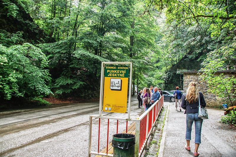 Punkva cave遊園車停車站