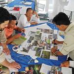 En Nueva Loja, Ecuador, entre el 21 y el 24 de febrero de 2018, se realizó el Curso sobre Gobernanza de Áreas Protegidas del Paisaje Norte (Colombia, Ecuador, Perú) del Proyecto Integración de las Áreas protegidas de bioma amazónico – IAPA, con Gestores de La Paya, El Cuyabeno y Güeppi-Sekime.   En estas jornadas, guardaparques, directores de área protegidas, representantes de las comunidades vinculadas a los espacios protegidos e invitados de los gobiernos locales y sector turístico, han discutido y compartido conocimientos sobre la mejor forma de gestionar el gobierno de estos territorios y paisajes de formidable riqueza cultural y natural.  La facilitación y capacitación del evento estuvo a cargo de un convenio que vincula capacidades y capacitadores de la Universidad para la Cooperación Internacional Universidad para la Cooperación Internacional - UCI, su Escuela Latinoamericana de Áreas Protegidas y la consultora BYOS.  Los capacitadores de la UCI -Stanley Arguedas y Allan Valverde- son además Miembros de las Comisiones de Gestión de Ecosistemas y de Áreas Protegidas de UICN.  #JuntosPorLasÁreasProtegidas #ProyectoIAPA   Fotos: © Efrén Icaza - UICN, Proyecto IAPA, 2018
