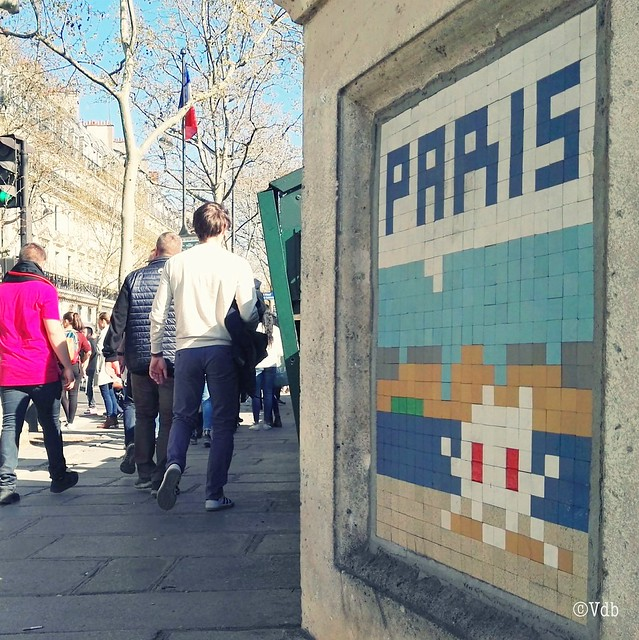 Invader street art Parijs