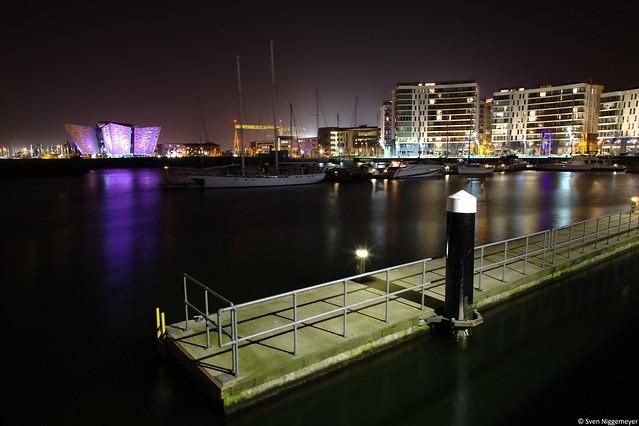 Titanicgebäude und Hafen in Belfast am 17.04.18