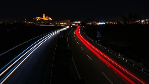 Estelas de coches & la Seu Vella