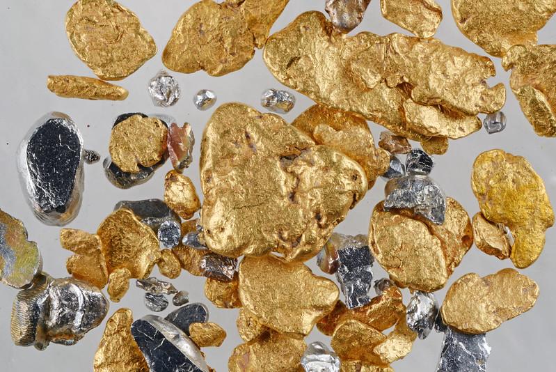 初山別川の砂金と砂白金