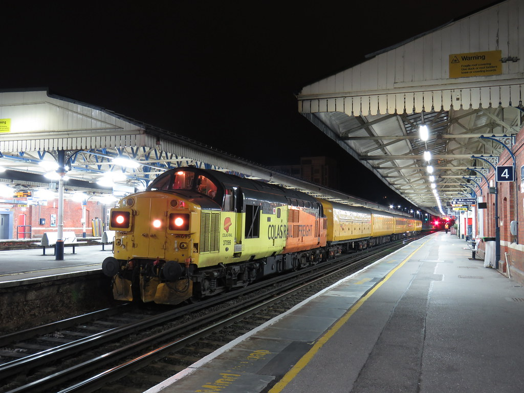 37099 Tnt Dbso 9714 Working 3q04 Eastleigh Works To Readin