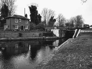 Hanwell Flight bottom lock