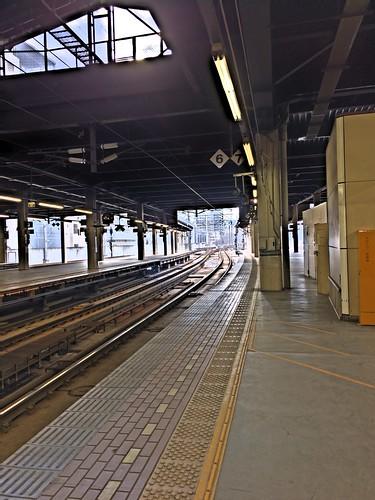 8march2019 edited sapporo hokkaido japan jrhokkaido jrsapporostation platform traintracks railroad lights glare rails hdr