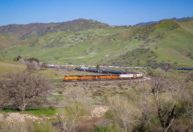 BNSF 5621 (AC4400CW) Caliente, California