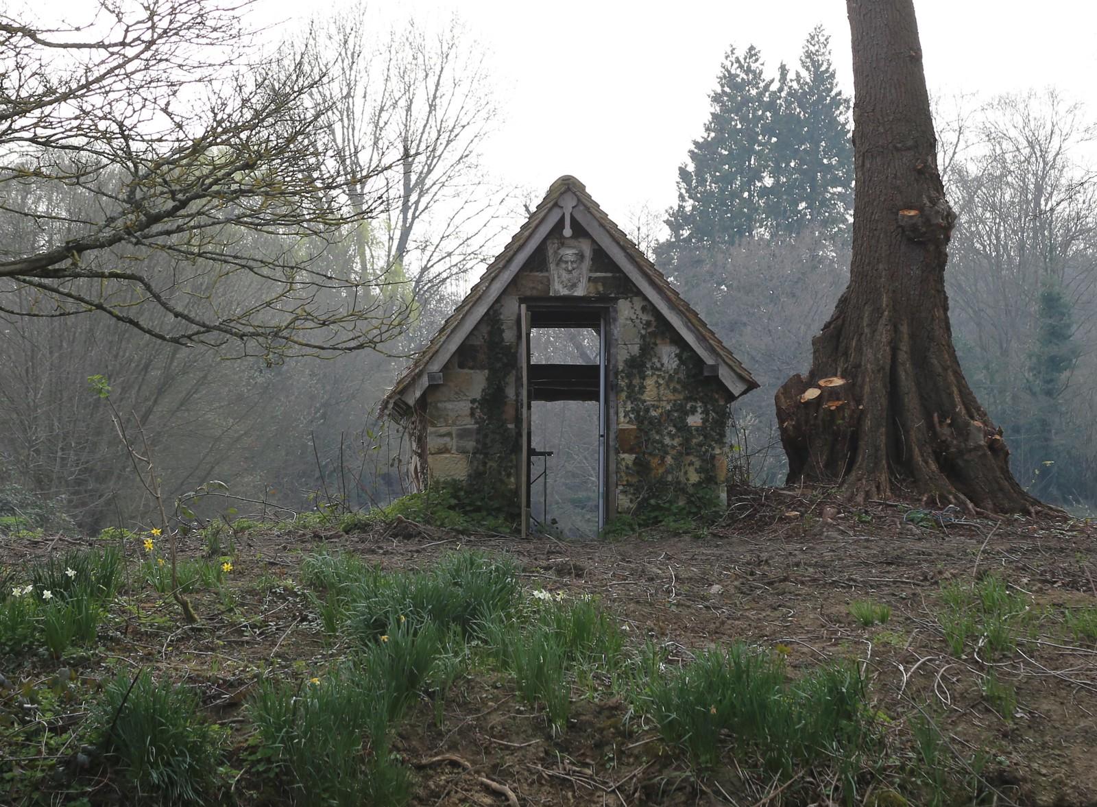 Through the hut - Groombridge Place