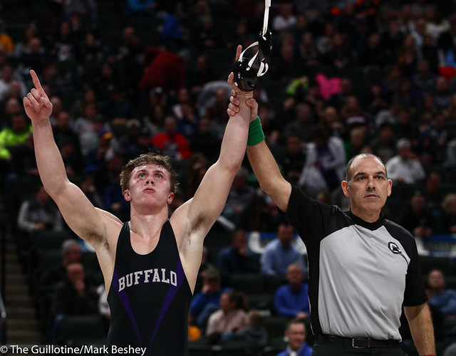 170AAA 1st Place Match - Riley Habisch (Buffalo) 39-0 won by decision over Chase Dressel (Mounds View) 44-5 (Dec 3-0) - 190302bmk0304