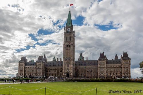 canada ottawa centreblock peacetower capital parliament édificeducentre building city landscape cityscape clouds grass outdoor