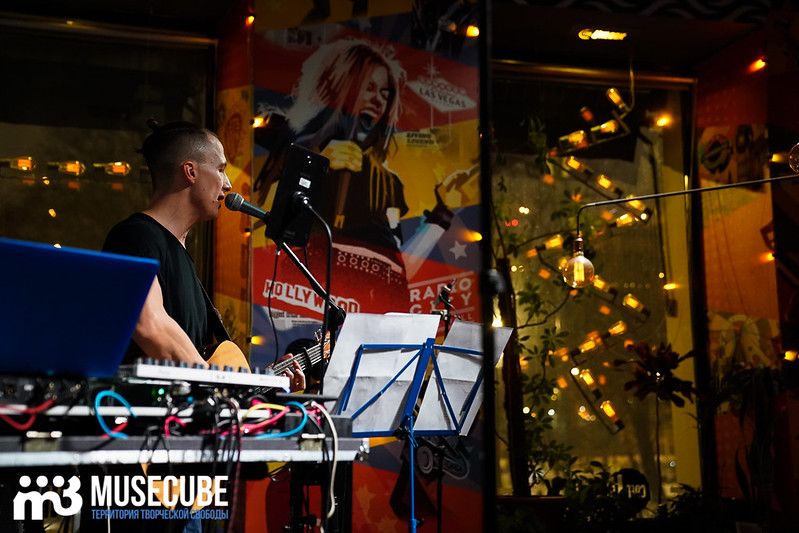 acoustic_boy_023