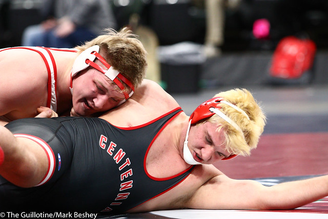 220AAA 3rd Place Match - Andrew Reigstad (Willmar) 35-3 won by major decision over John Noll (Centennial) 27-5 (MD 10-2) - 190302cmk0236