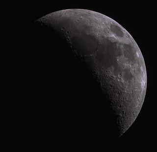 moon   by xcris9y