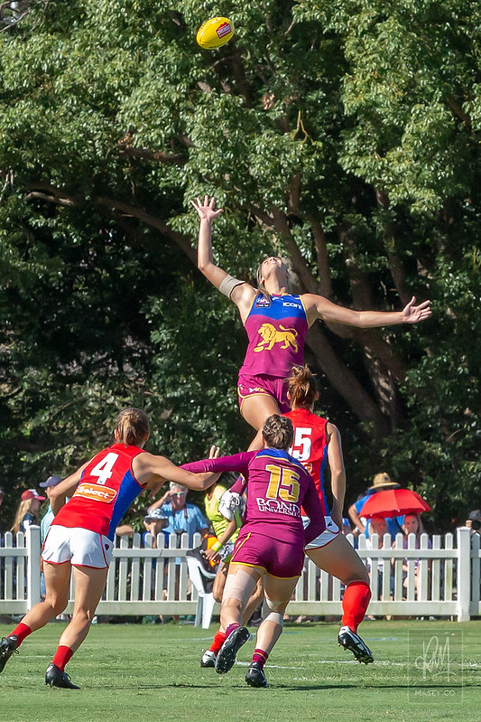 Rookie Lauren Bella dominated early ruck contests