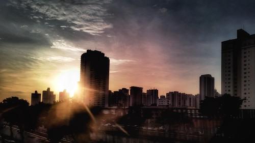 céu - dia - amanhecer - nuvens - prédio - cidade |  sky - Day - clouds - building - city / São Paulo/SP - Brasil  | instagram @luciano_cres