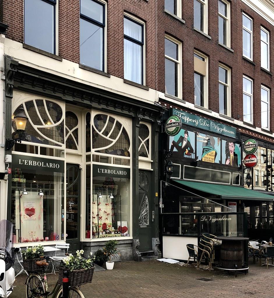 ec0a95ab405 ... Oude Binnenweg 144A in Rotterdam. De Onder-Havenmeester, tevens  Inspecteur van Politie te