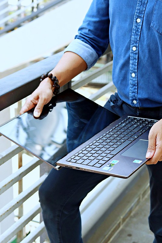ASUS ZenBook Flip 15 UX562 10 RODMAGARU
