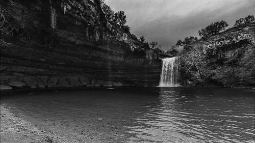 bw blackwhite blackandwhite creek falls hamiltonpoolpreserve hamitlonpool hamitoncreek landscape monochrome swimminghole water waterfall wet drippingsprings texas unitedstatesofamerica us