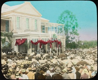 Crowds gathered at Queensland's first Government House, Brisbane, ca. 1910
