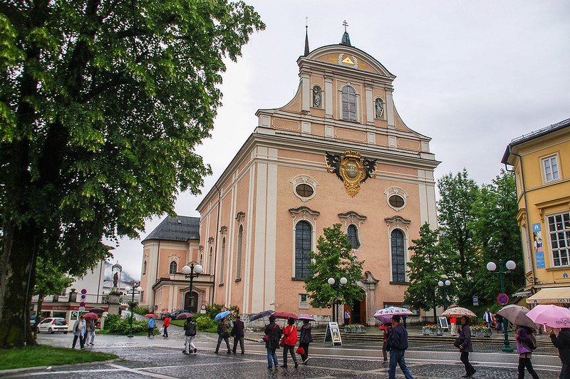 Stadtpfarrkirche Bad Ischl(Parish Church of Bad Ischl)正門 1