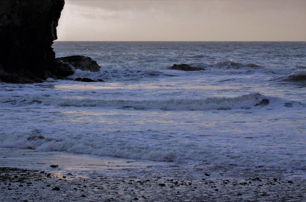 Waves and Rocks 3 Llangrannog