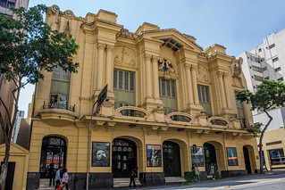 O riso, o choro e a vida - Teatro Renault | by revistaesquinas