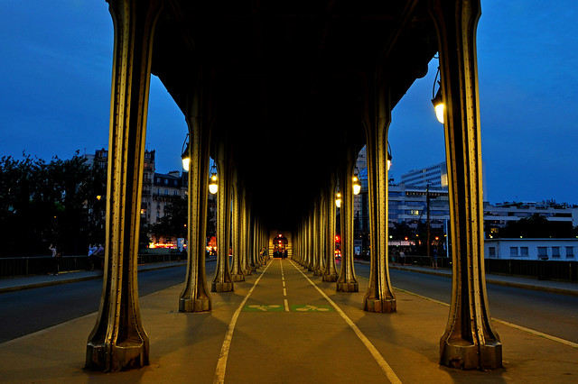 Pont de Bir Hakeim Paris at blue hour