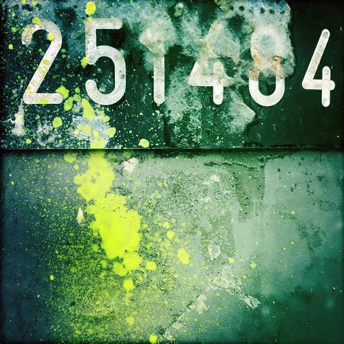 251484 | by decafinata