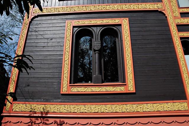 10 - Courbevoie - Musée Roybet Fould - Façade du pavillon de la Suède et de la Norvège, construit pour l'Exposition Universelle de 1878 - Détail