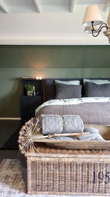 Riviera Maison mand achter het bed groene muur