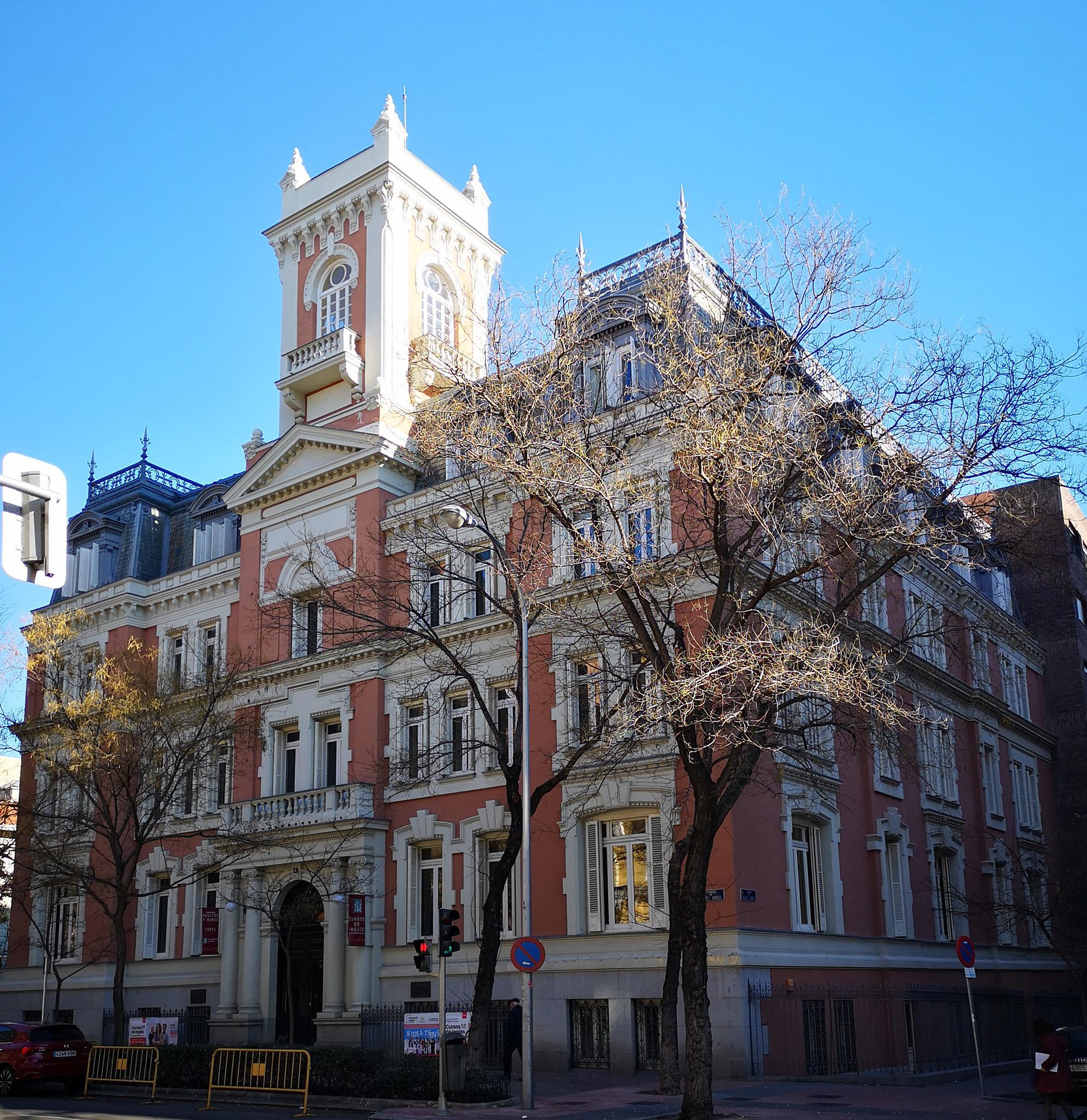 edificio Instituto Internacional americano calle Miguel Angel Madrid 01