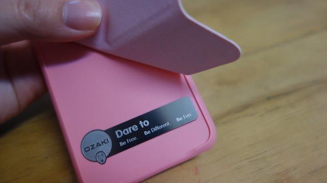 磁鐵吸附處是裸裝的鐵片@Ozaki O!coat 0.3+ Totem Versatile iPhone 7 皮紋圖案可立式保護殼