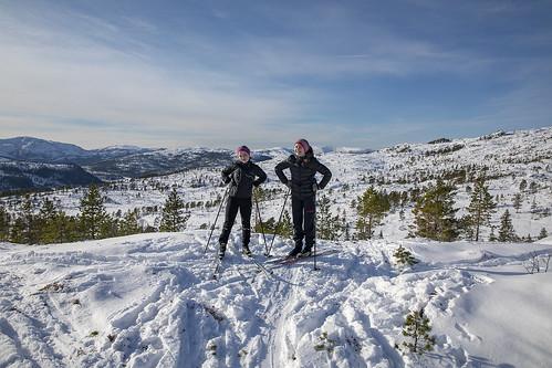 nordland norway brønnøy sausheia girls skiing winter