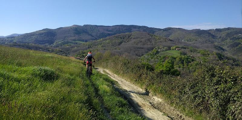 Subiendo hacia Pagoeta con la bicicleta