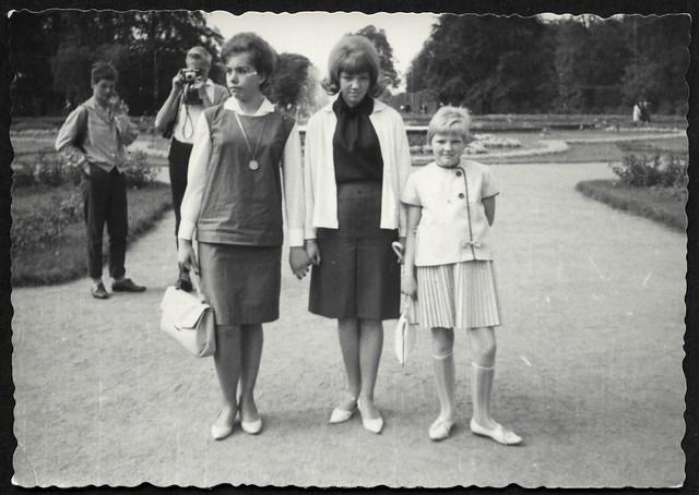 Archiv S421 Modisch im Park, 1960er