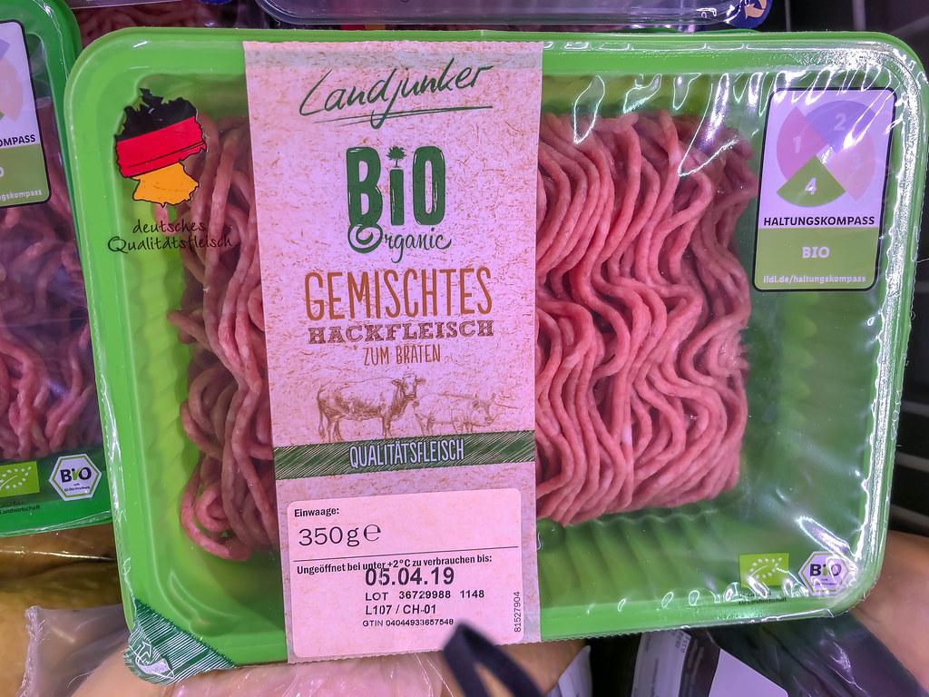 Neue einheitliche Kennzeichnung auf Fleischverpackung durch den Haltungskompass zeigt hier Premium-Sufe 4 mit Bio-Hackfleisch