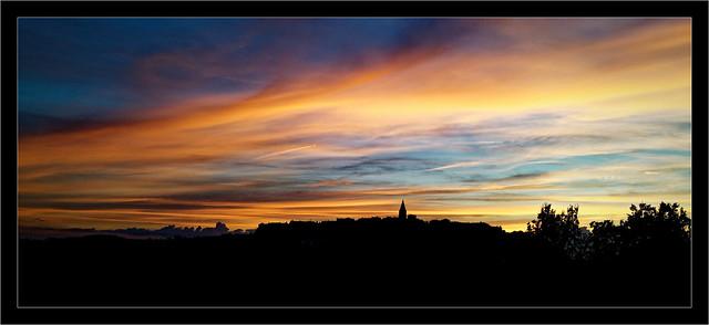 Un coucher de soleil sur Puycelsi