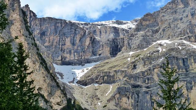 Bergmassiv im Langental mit Schnee