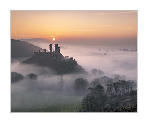 corfe castle sunrise dorset purbeck mist