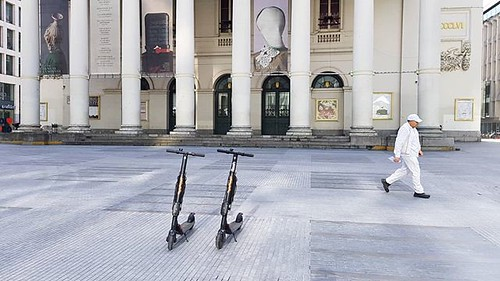 'White' - # #Lamonnaie #Demunt #Monnaie #Brussels #Belgium #Bruxelles #Brussel #Belgique #Belgie #white #step #scooter #people #city #urban #opera #architecture #lines #Samsung #igersbrussels #igersbelgium