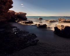 A la sombra de las rocas