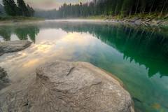 Caumasee im Morgennebel