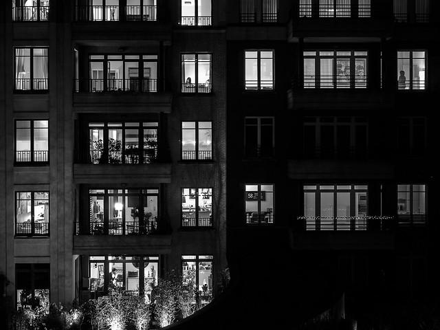 Dans la quiétude de la nuit.