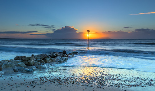 seascape beach avonbeach mudeford cloud isleofwight groyne rock sea seaside sunrise sun