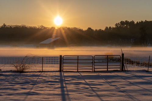 cold winter frozenfingers sunrise sun farm barn newengland massachusetts canon6dmarkii