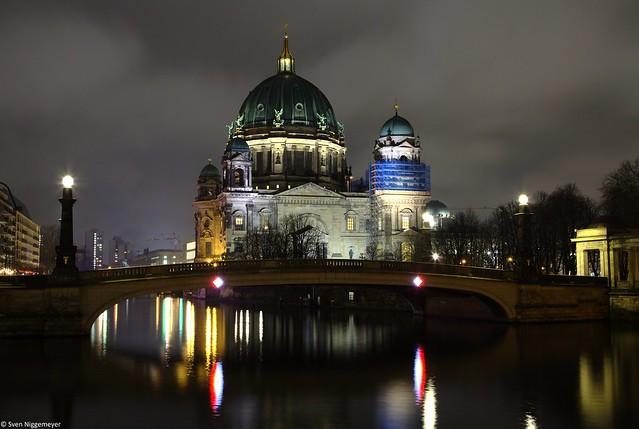 Berliner Dom mit der Spree am 28.03.19