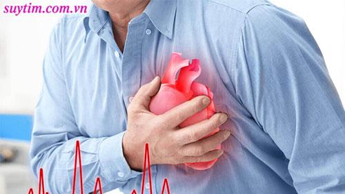 Hẹp van tim thường sẽ có biểu hiện đau ngực nhiều hơn hở van tim