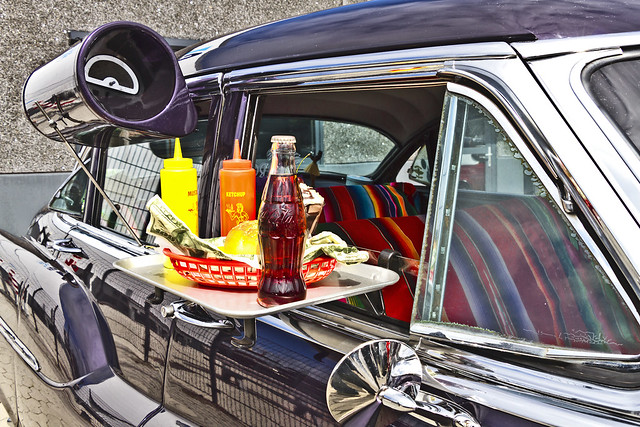 Automotive takeaway food in the '50s ... (1207)