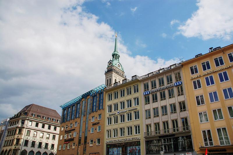 尖塔建築為老彼得教堂