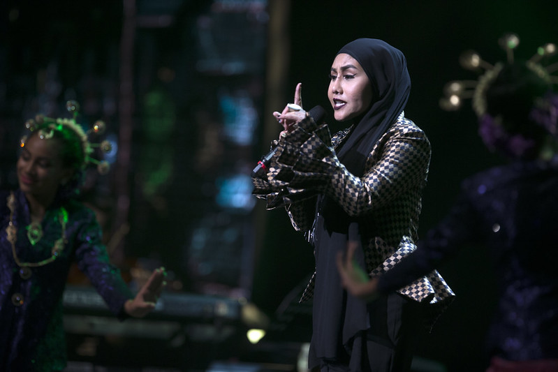 Gambar Fesyen Rock Ella Style Jiman Casablancas Di Pentas