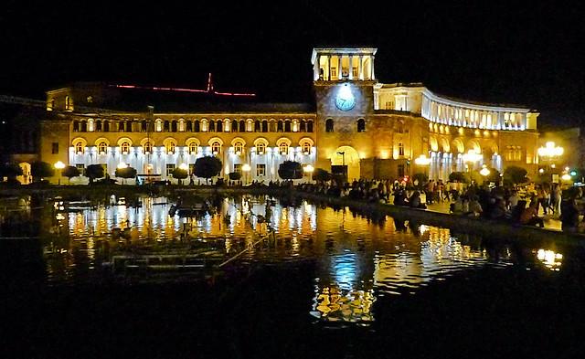 Nocturne Place de la  République (Erevan)